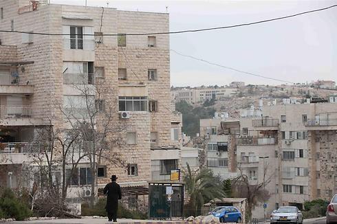 ירושלים. התושבים מעוניינים בדירות הזולות (צילום: אוהד צויגנברג)