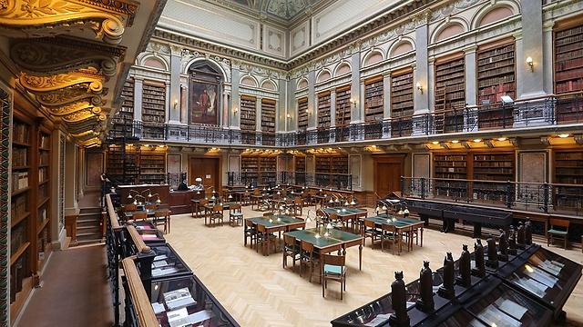 ספריית אוניברסיטת Eötvös Loránd בבודפשט (צילום: Thaler)