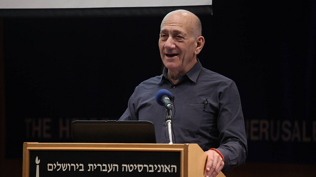 Olmert speaking at the Hebrew University (Photo: Gil Yochanan)