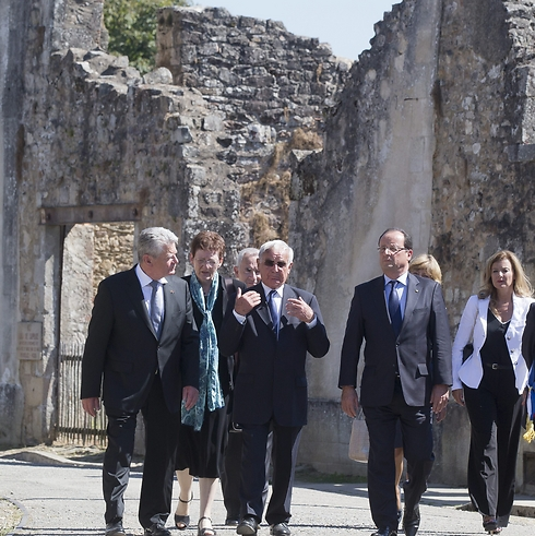 German and French presidents walk through village (Photo: AP)