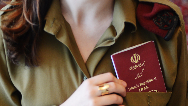 Iranian-born IDF soldier with passport (Photo: Yael Saleh, Bamahane)