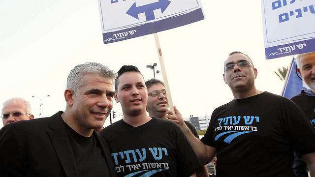 Yair Lapid at pro-peace rally (Photo: Ido Erez)
