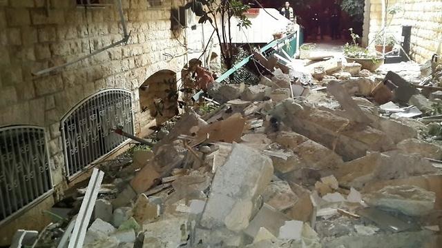מראות הרס בבניין  (צילום: אודי גל, דוברות כבאות והצלה ירושלים)