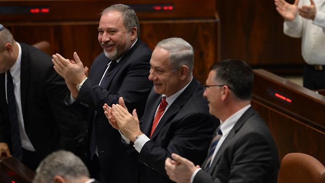 Lieberman and Netanyahu applaud the Canadian PM's speech (Photo: Amos Ben Gershom, GPO)