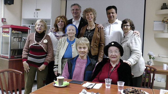 Adler with Center's guests (Photo: Courtesy of David Levi, Yad Ezer La Haver organization) (Photo: Courtesy of David Levi, Yad Ezer La Haver organization )