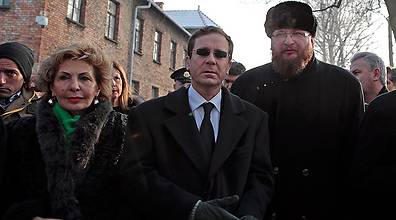 Israeli officials visit Auschwitz (Photo: Reuters)