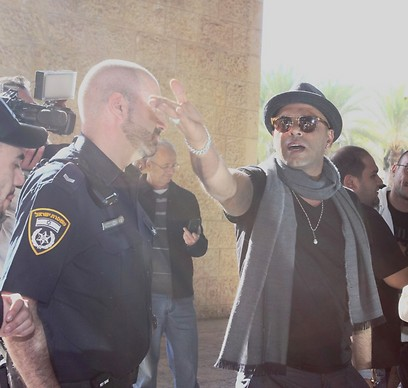 Eyal Golan returns to Israel (Photo: Avi Moalem)
