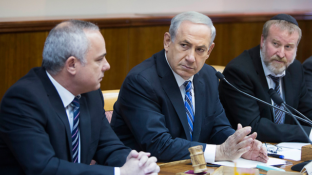 Netanyahu in a government meeting on Sunday (Yonatan Zindel/Flash 90)