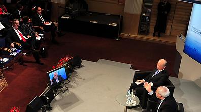 Ya'alon (top left) and Zarif (bottom right) at the conference in Munich (Photo: Ariel Hermoni)