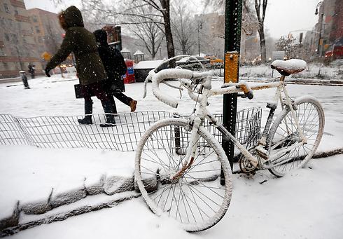 אופניים שהלבינו בניו יורק (צילום: AP)