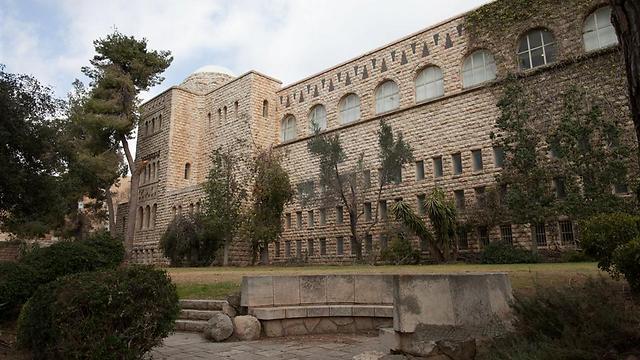 קמפוס הר הצופים של האוניברסיטה העברית. 1,850 שקל לחודש בדירת 2 שותפים בגבעה הצרפתית (צילום: אוהד צויגנברג)