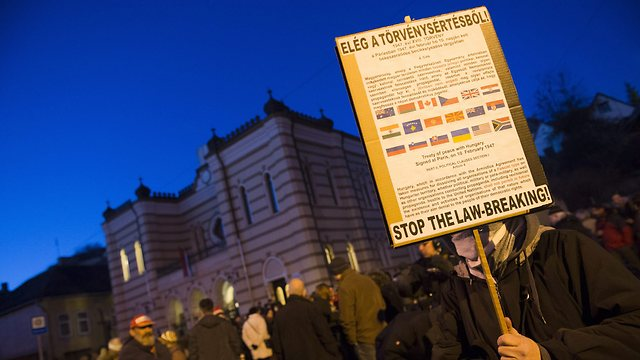 Demonstrators protesting against anti-Semitism (Photo: EPA)