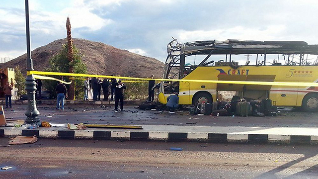 Terrorists targeted the parisoners on their way into Israel (Photo: AFP)