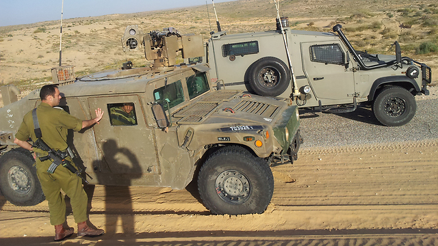 IDF forces in armored vehicles near border (Photo: Yoav Zitun)