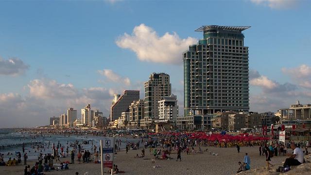 New luxury buildings on Tel Aviv promenade (Photo: Yaron Brenner)