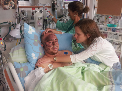 Captain Ziv Shilon and girlfriend Adi after his injury at Soroka Medical Center in 2012 (Photo: Yaniv Shilon)
