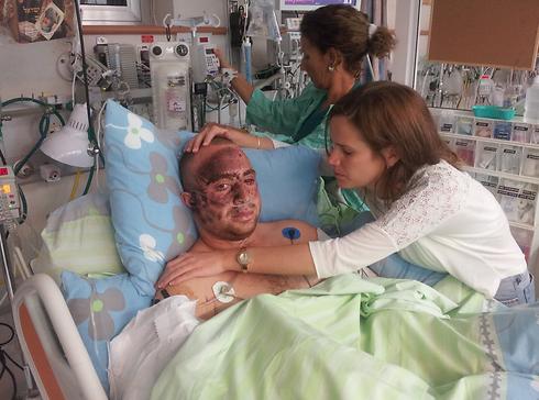 Captain Ziv Shilon and girlfriend Adi after his injury at Soroka Medical Center in 2012 (Photo: Yaniv Shilon)