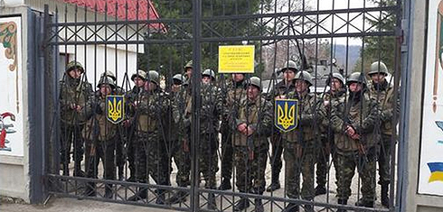 Ukrainian soldiers prevented from leaving by unidentified armed men