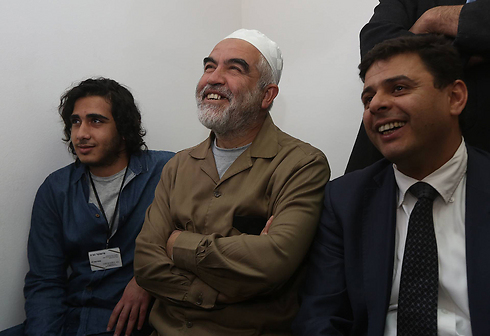 Salah jokes with Jerusalem court judge (Photo: Gil Yohanan)