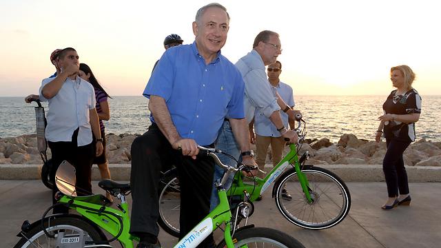 Prime Minister Benjamin Netanyahu promoting tourism in Tel Aviv