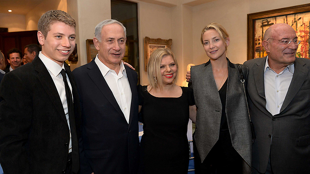 The Netanyahu family poses with Kate Hudson (Photo: Avi Ohayon, GPO)