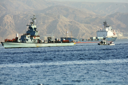 Israeli Navy ships entering Eilat Port after accompanying Klos C weapons ship (Photo: Motti Kimchi)