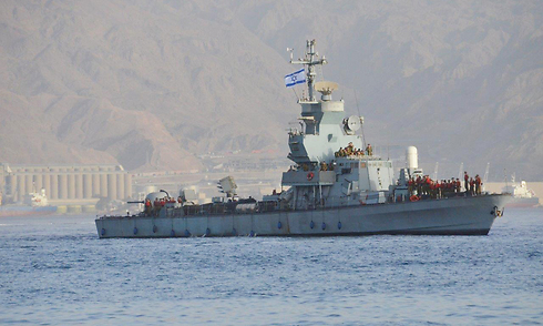 Israeli Navy ships entering Eilat Port after accompanying Klos C weapons ship (Photo: Meir Ohayon)