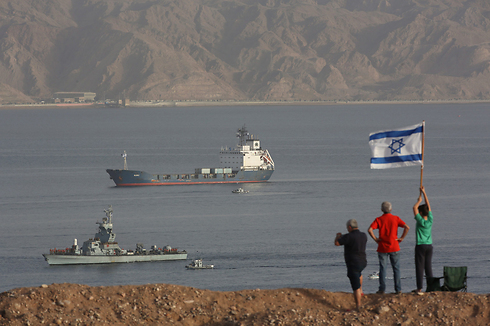 Israeli Navy ships entering Eilat Port after accompanying Klos C weapons ship (Photo: EPA)