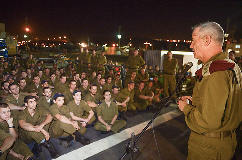 Gantz addressing IDF soldiers from Klos C raid (Photo: IDF Spokesperson's Unit)