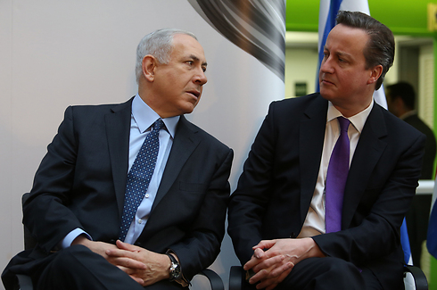 Prime Minister Netanyahu with British counterpart Cameron (Photo: Gil Yohanan)