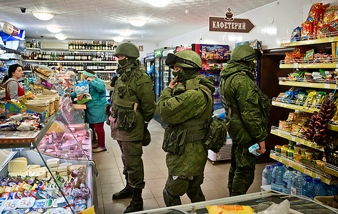 Russia soldiers in Crimea during the referendum (Photo: AP)