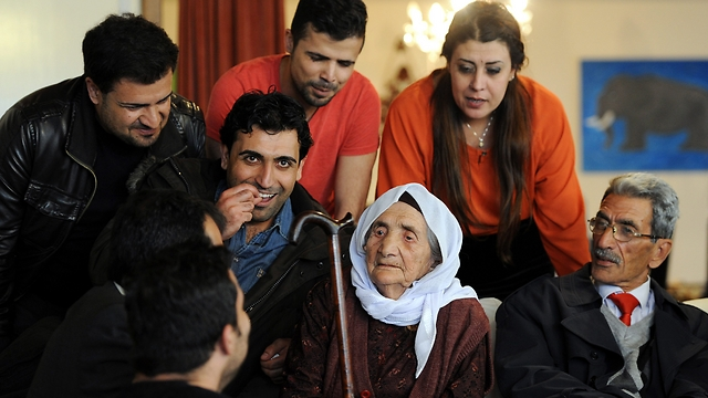 107-year-old Syrian refugee reunites with her family