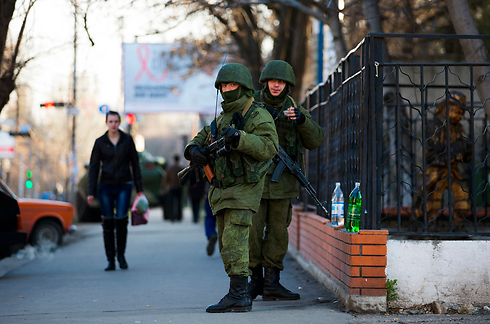 Unidentified soldiers in Crimea (Photo: Reuters)