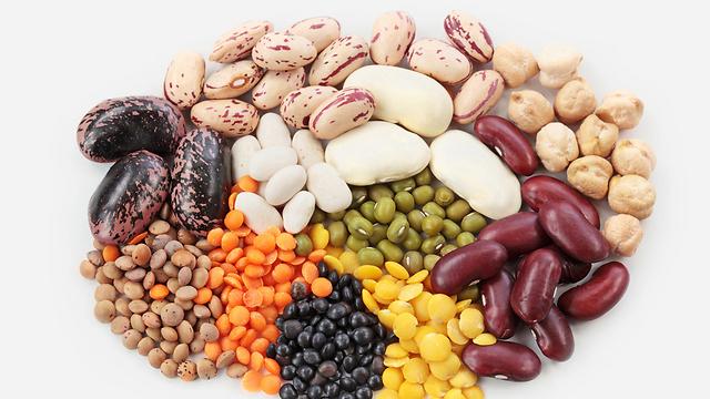 שלבו קטניות במגוון מאכלים כדי לזכות בחלבון נוסף (צילום: shutterstock)