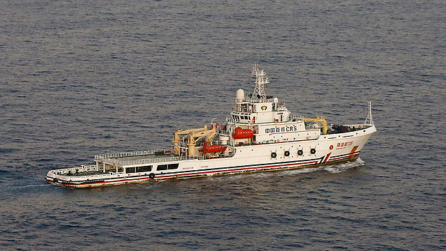 Chinese ship searching for the plane (Photo: EPA)