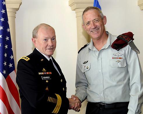 Lt. Gen. Benny Gantz and Gen. Martin Dempsey in Jerusalem (Photo: EPA)