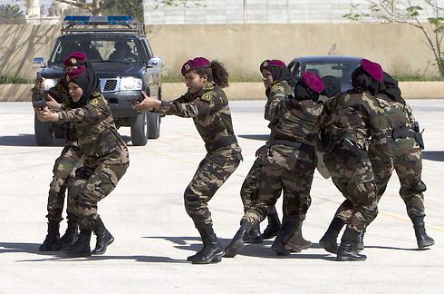 אימוני ירי בירדן (צילום: AFP)