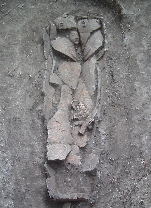 ארון הקבורה העתיק (צילום: דן קירזנר, באדיבות רשות העתיקות)