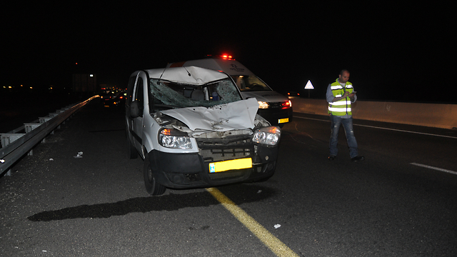Magen David Adom ambulance at Coastal Highway accident scene (Photo: MDA Spokesman's Office)