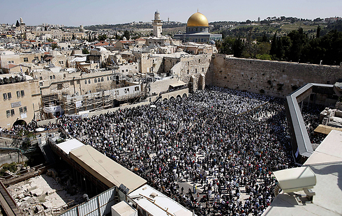 The Priestly Blessing at the Western Wall, Passover 2014 (Photo: AFP)