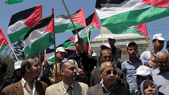 Palestinians protest for unity in Gaza City (Photo: AP)