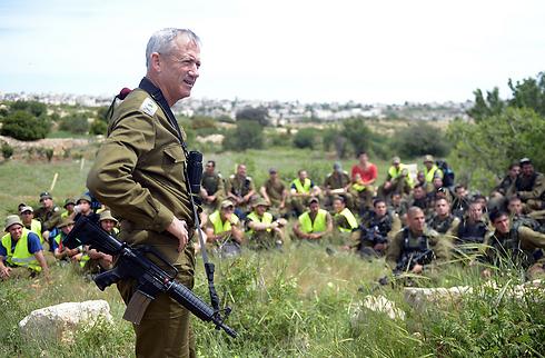 Chief of Staff Benny Gantz adresses soldiers participating in Wednesday's exercises (Photo: IDF Spokesperson's Unit) Photo: IDF Spokesman