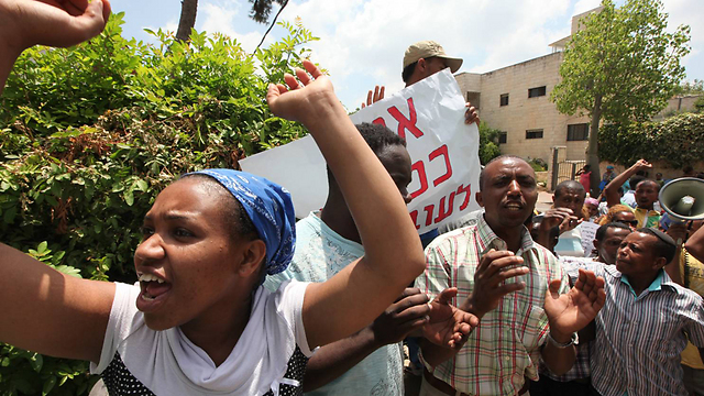 Recent protest at absorption center in Mevaseret Zion (Photo: Gil Yohanan)