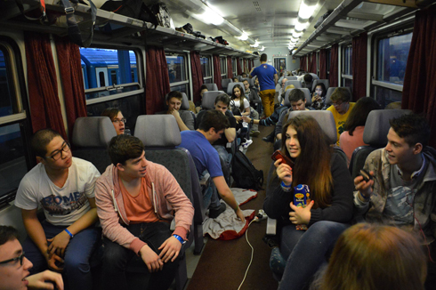 Passengers on their way to the march (Photo: Moshe Milner) (Photo: Moshe Milner)
