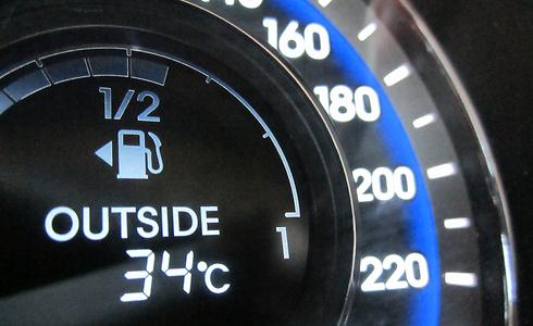 תצרוכת דלק אופטימית - בגלל חוקים מקלים? (צילום: רועי צוקרמן)
