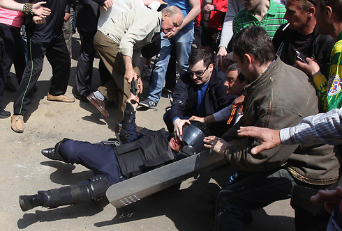 Demonstrators clash with police (Photo: AFP)