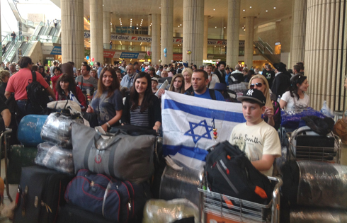 Ukrainian immigrants arrive in Israel earlier this year (Photo: ICEJ Staff)