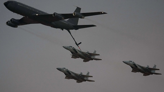 Aerial fueling of F-15 planes. Improved abilities (Photo: AFP)