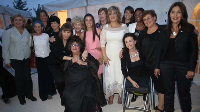 The 14 women chosen to light the torches with Culture Minister Limor Livnat (Photo: Motti Kimchi) (Photo: Motti Kimchi)