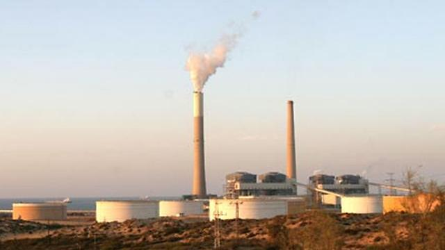 Smokestacks south of Ashkelon - a potential target for Hamas' naval commandos. (Photo: Zafrir Aviuv)